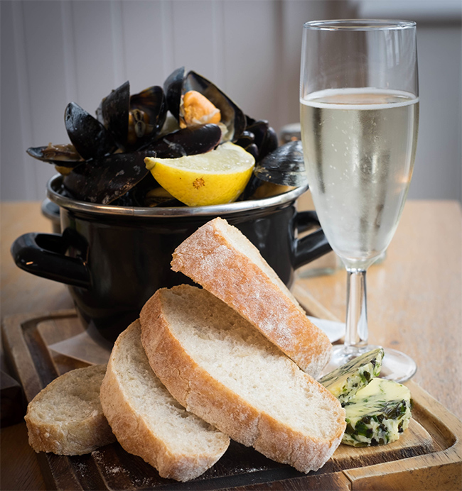 Mussels with fennel and beer