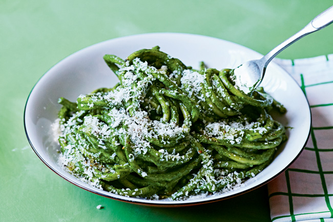 Bucatini with spinach and garlic
