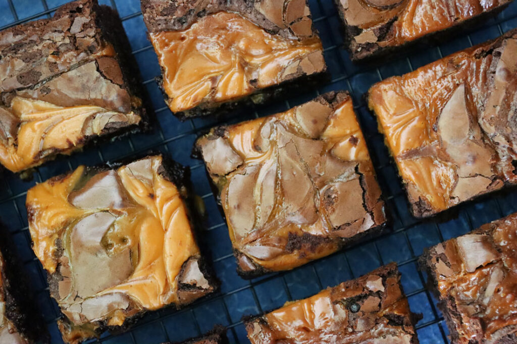 Gingerbread caramel brownies