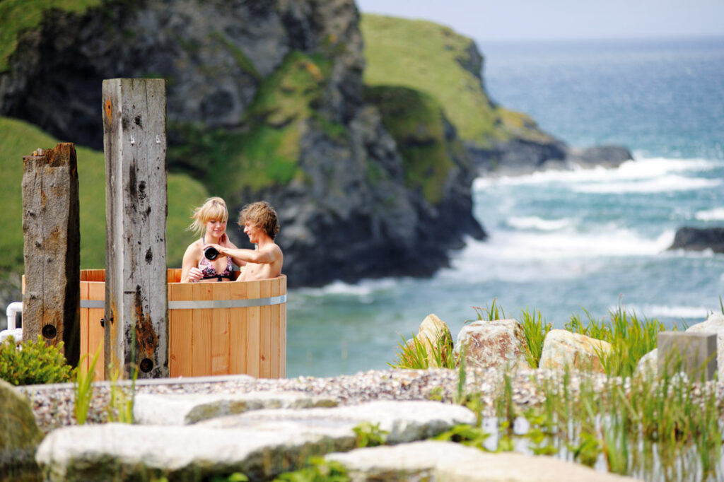 The Scarlet hot tub - Coastal retreats