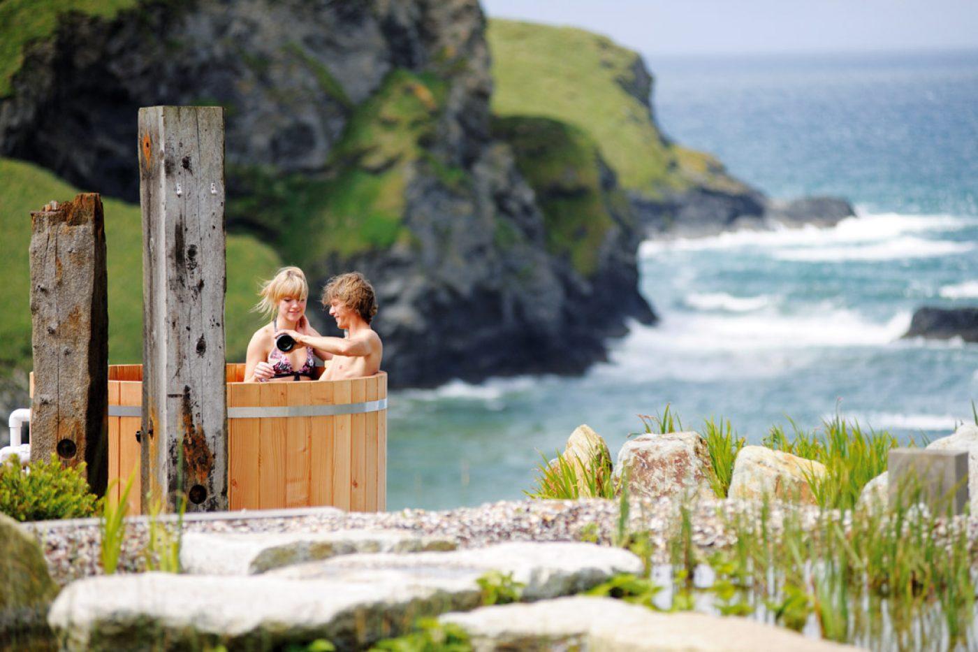 The Scarlet hot tub - Coastal retreats